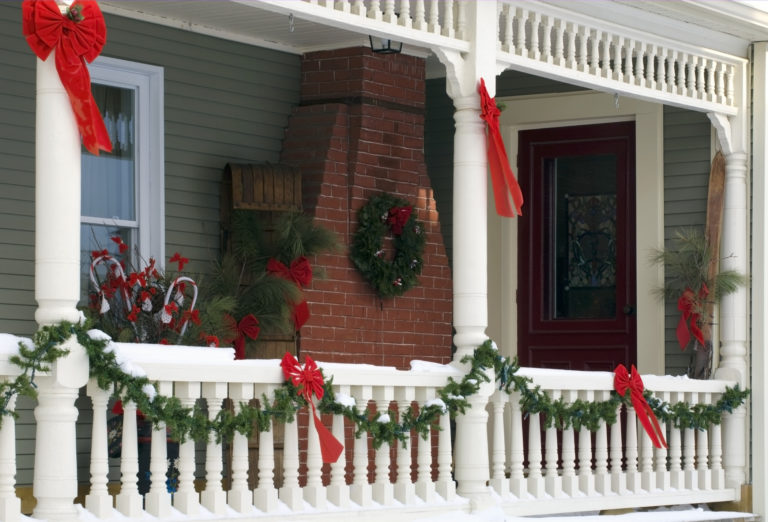 Ünnepi dekor a kertben – Köszöntsd a kapuban a karácsonyt!