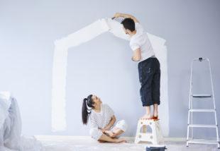 Színes fal festése fehérre – 7 tipp a hófehér eredmény érdekében