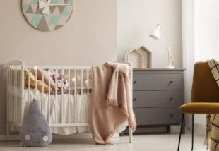 Kisbabád lesz? Íme 3+1 dolog, amivel biztonságosabbá teheted a szobáját