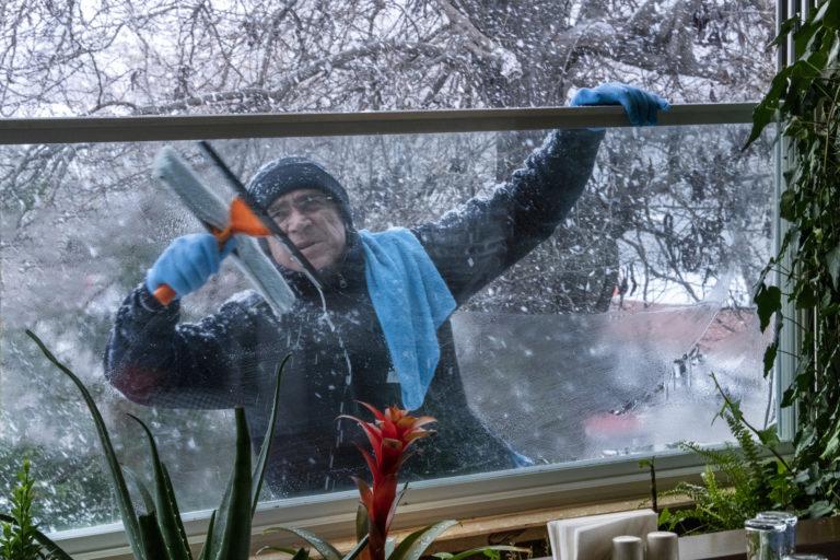 Így tisztítsd az ablakokat télen a tökéletes végeredményért