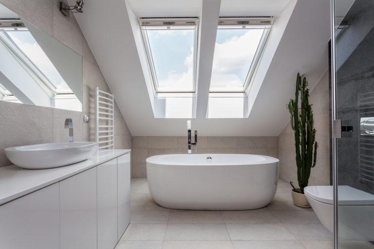 Fürdőszoba a padláson? Képeink bizonyítják, hogy egyáltalán nem rossz ötlet
