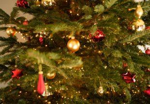 Klasszikus és különleges karácsonyfadíszek az idei választékból