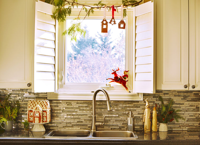 #Karácsonyi készülődés 10. – Így néz ki egy ünneplőbe öltöztetett konyha