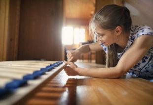 Amikor a tini lányok beszorulnak otthonra – Ezekkel a programokkal leköthetjük őket