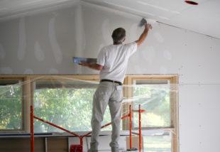 Glettelés lépésről lépésre – Így javítsd ki a falon található hibákat