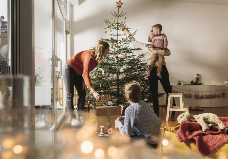5 praktikus tipp a karácsonyfa díszítéséhez
