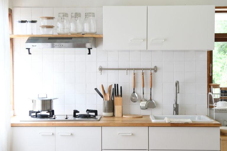 Valóban jó ötlet a fehér konyha? Ezeket a kérdéseket mindenképp tedd fel magadnak, mielőtt ezt választod