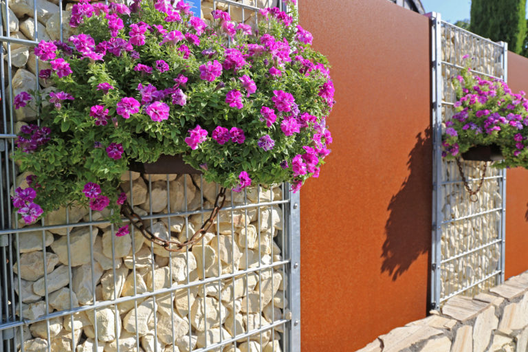 Zajvédő fal a kertben – A megoldás az utcáról érkező hangzavar ellen