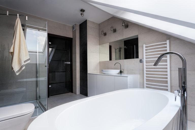 Fürdőszoba a padláson? Ezektől az ötletektől eláll a lélegzeted!