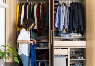 5 praktikus gardrób rendszerezési tipp az átlátható ruhásszekrényért