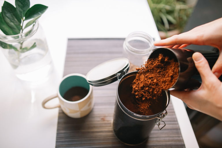 Így használd fel a kávézaccot a háztartásban
