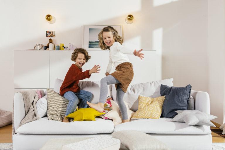 Kisgyerek van a családban? Így tedd gyerekbiztossá a nappalit