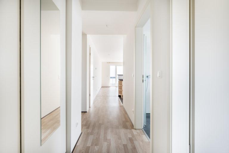 Szeretnéd, hogy a folyosód dekoratív legyen és tágasabbnak tűnjön? Ezeket a tippeket fogadd meg hozzá