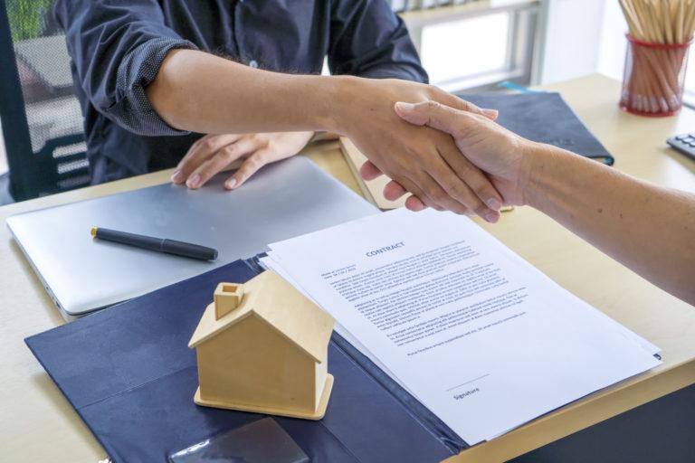 Illetékkedvezmény lakásvásárlás esetén – Mit kell tudni róla?