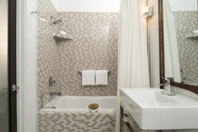 Ablak nélküli fürdő: ezeket a szellőztetési hibákat kerüld!