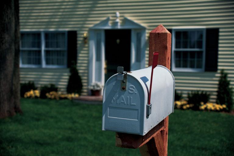 Elegáns és kreatív DIY postaláda ötletek – Ezekből inspirálódj, ha szeretnéd saját magad elkészíteni a postaládád