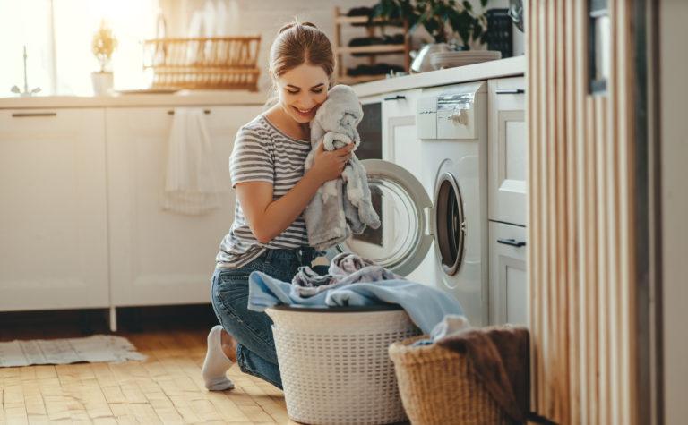 Zseniális trükk: ezért tegyél mosogatógép-tablettát a mosógépbe!
