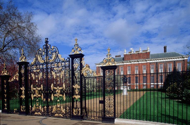 Ilyen fényűző palotái vannak az angol királyi családnak