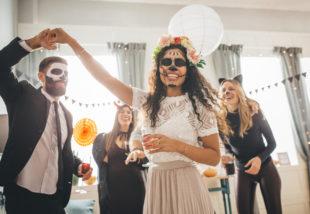 6 halloween parti ötlet a dekorációtól a csipegetnivalóig, hogy felejthetetlen legyen a jelmezes bulid