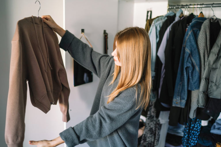 Megkönnyítjük a gardróbfrissítést – 5 jel, hogy itt az ideje megszabadulnod a régi ruháktól
